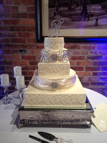 Beautiful brides cake at 129 Coosa